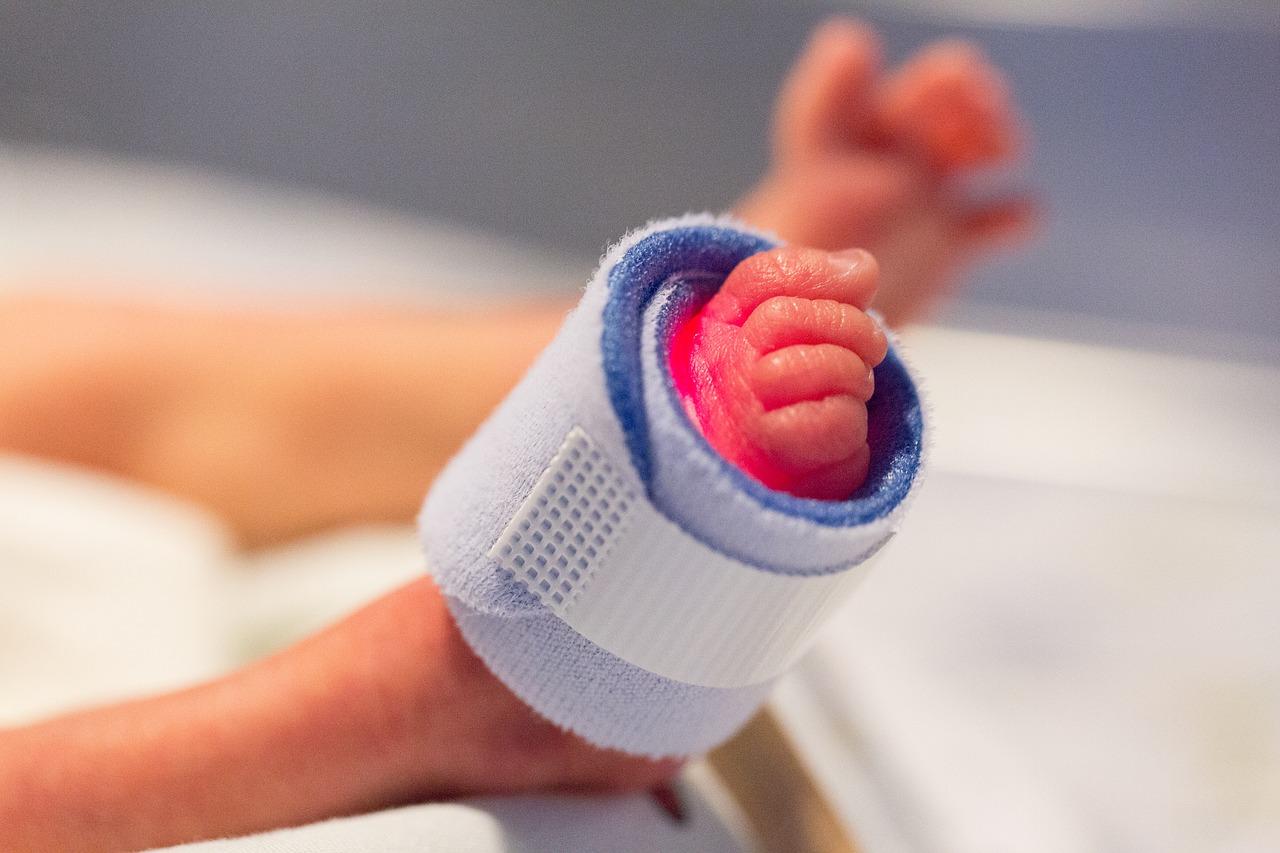 foot 1689784 1280 - Lactancia en prematuros: Enterocolitis necrotizante
