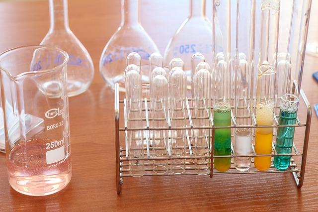 laboratory 1009190 640 - Por qué hay que fiarse de e-lactancia? Medicamentos VS lactancia