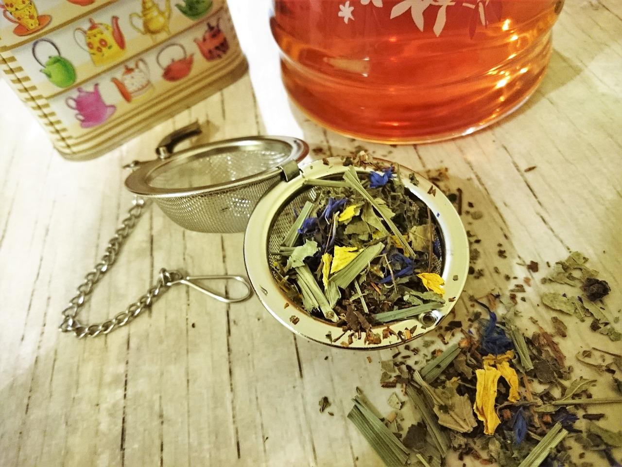 herbal tea 2035242 1280 - Infusiones para amamantar. Productos milagro o veneno peligroso?