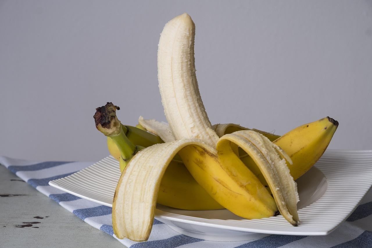 banana 2777160 1280 - Cómo cuidar el pene del bebé