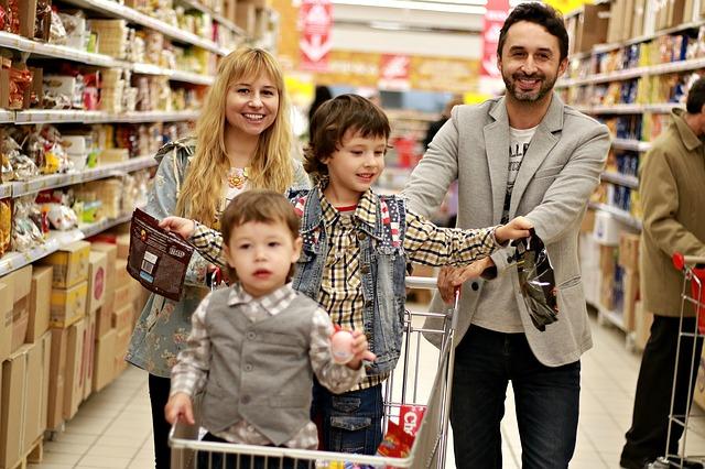 family 2923690 640 - Beneficios para las familias numerosas. Existen o son como los Reyes Magos?
