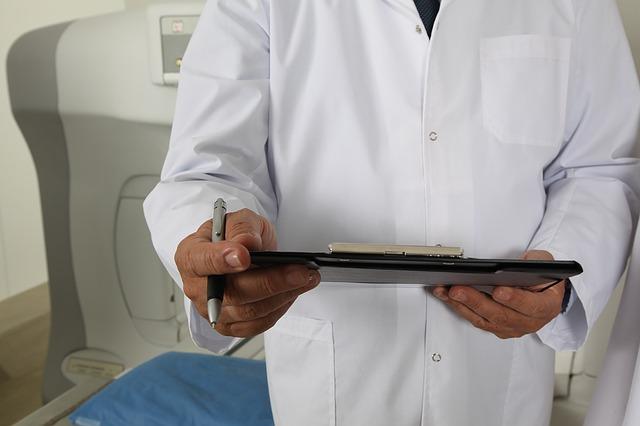 doctor 1228627 640 - Embarazo y tosferina. Todo lo que quieres saber