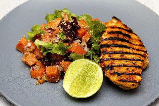 grilled chicken 1334632 6405785972858616736586 - Batch cooking o Meal Prep? Cómo cocinar una sola vez para toda la semana (con menú)
