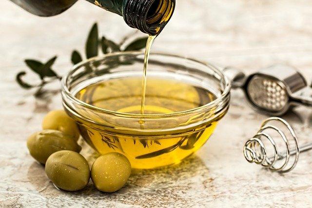 olive oil 968657 6403117950243980644141 - Dieta cetogénica para niños