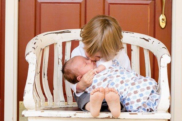 brothers 457234 640 - Cuidado natural para la llegada del bebé