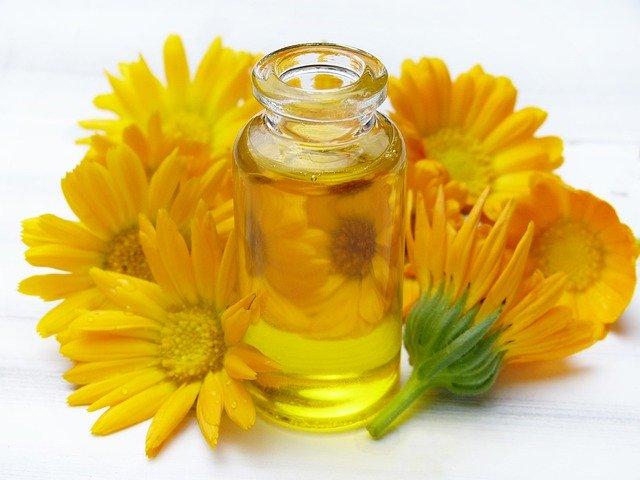 oil 4369051 640 - Cuidado natural para la llegada del bebé