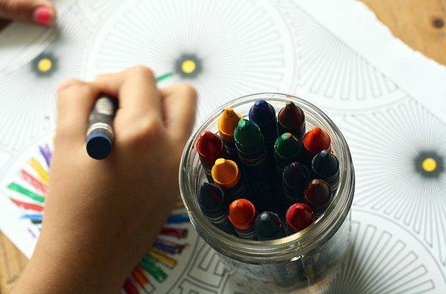 crayons 1445053 640 - Mamá, que me aburro