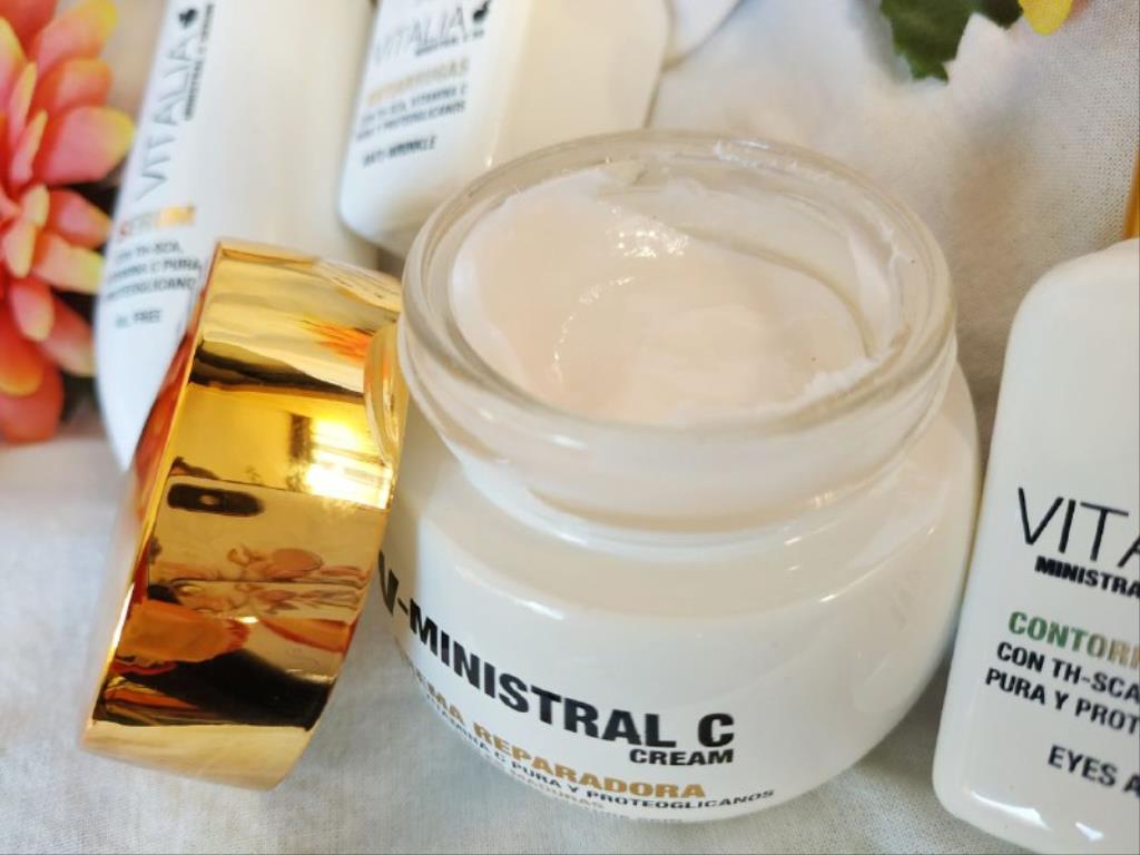 photo5859711138944627596 1024x768 1 - Cuidado facial para pieles maduras con Th Pharma
