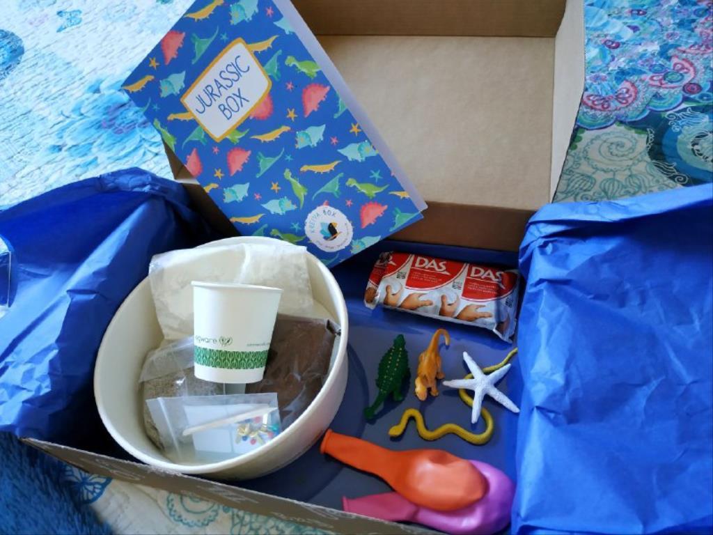 photo5843656173235057800 1024x768 1 - Cajas de manualidades para niños Kreiva Box