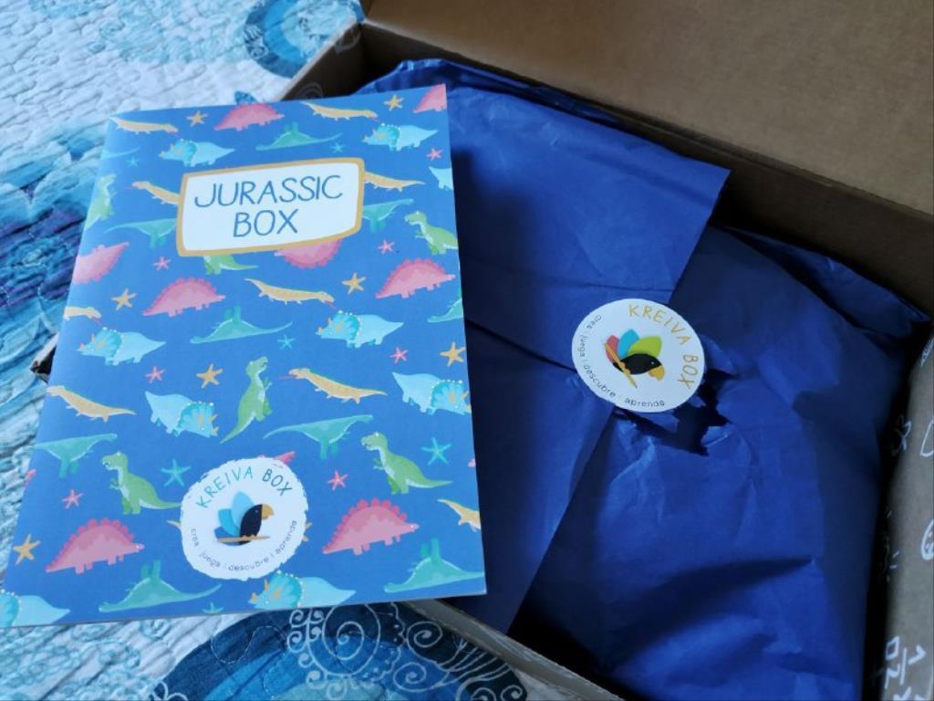 photo5843656173235057801 1024x768 1 - Cajas de manualidades para niños Kreiva Box