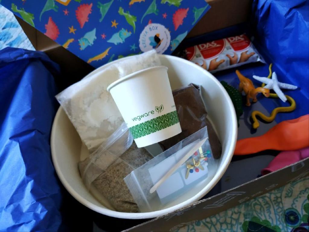 photo5843656173235057802 1024x768 1 - Cajas de manualidades para niños Kreiva Box