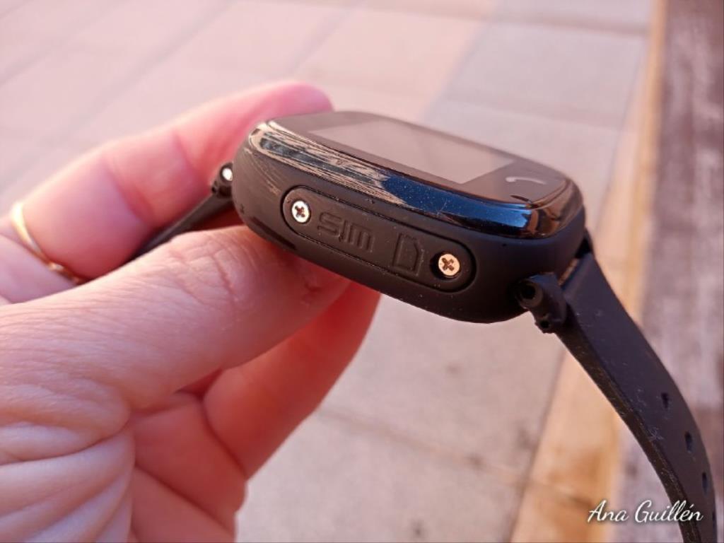 photo5899816551417230813 1024x768 1 - SmartWatch para niños SaveKids con teléfono y GPS integrado