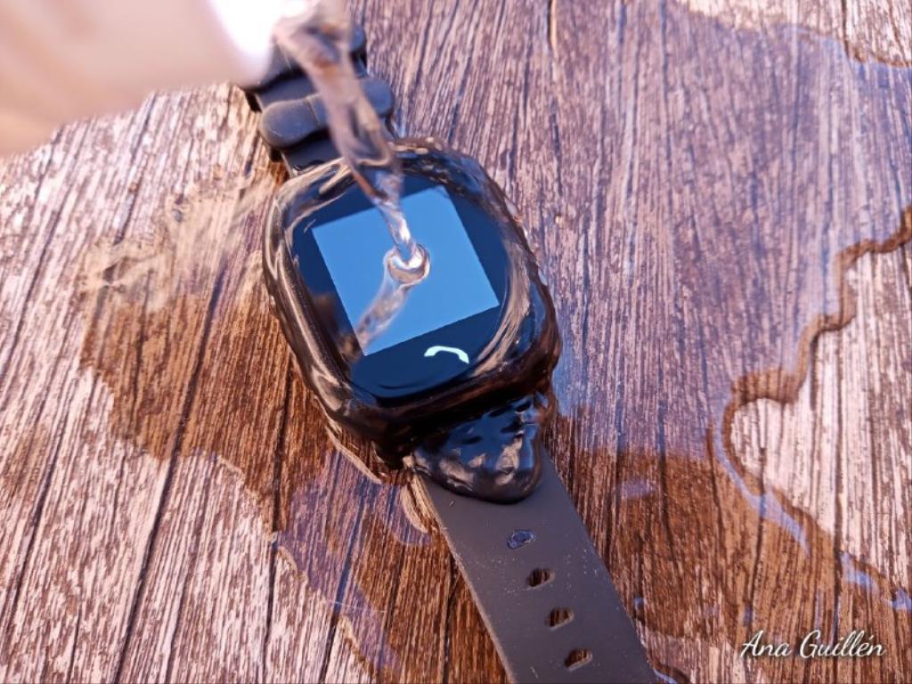photo5899816551417230815 1024x768 1 - SmartWatch para niños SaveKids con teléfono y GPS integrado