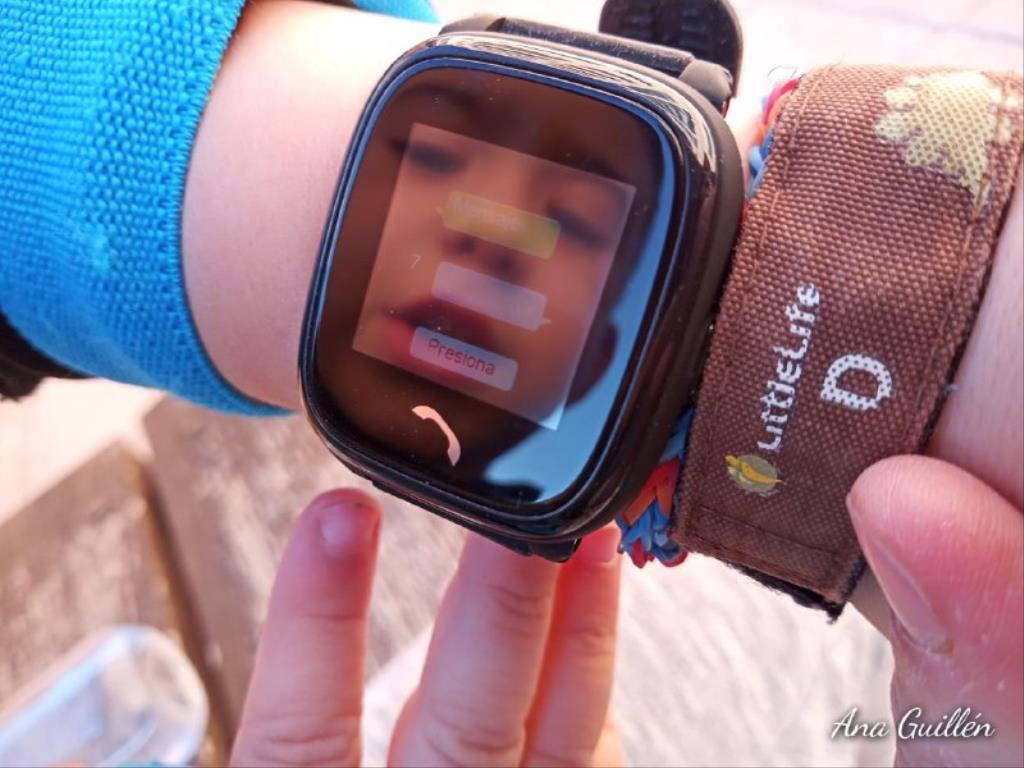 photo5899816551417230818 1024x768 1 - SmartWatch para niños SaveKids con teléfono y GPS integrado