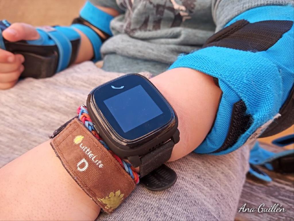 photo5899816551417230822 1024x768 1 - SmartWatch para niños SaveKids con teléfono y GPS integrado